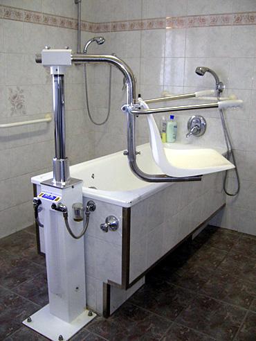Sollevatore per bagno disabili superamento barriere architettoniche moving people srl - Bagno barriere architettoniche ...